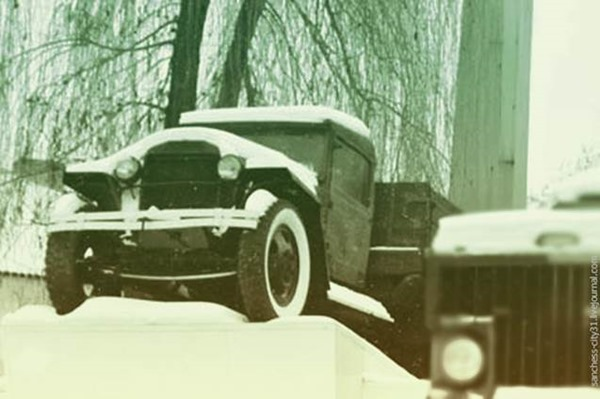 Памятник-автомобиль ГАЗ-АА